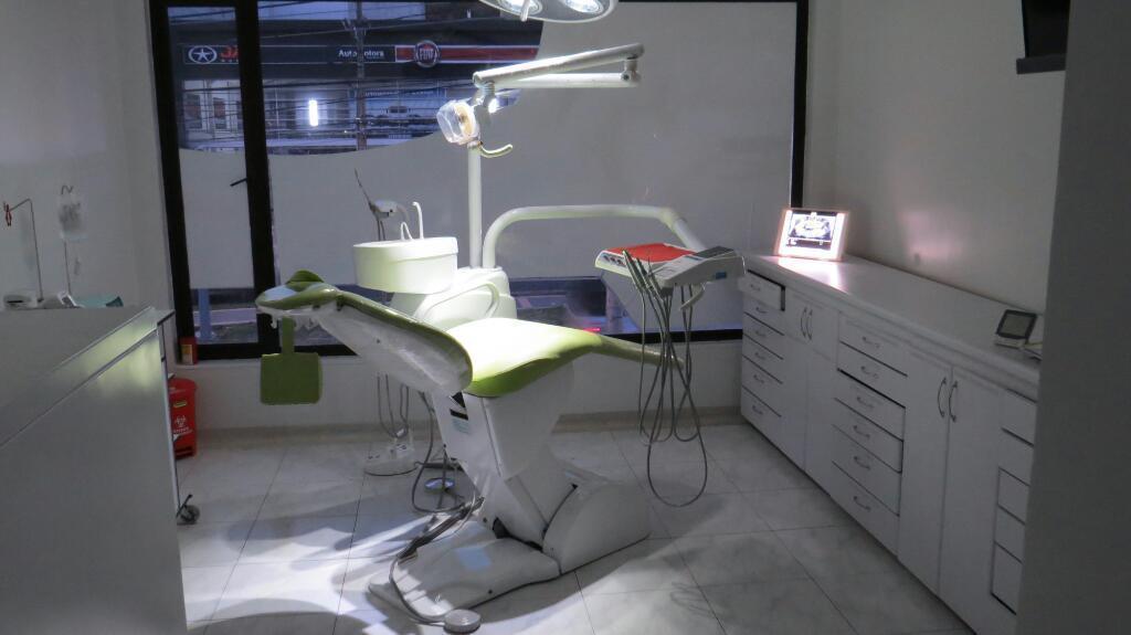 Clinica dental con toda oficina