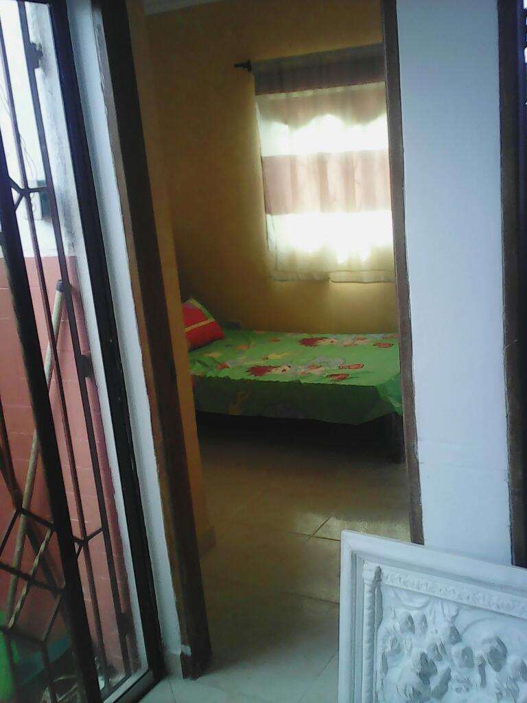 Alquilo o arriendo cuarto o habitación a mujer sola sin niño