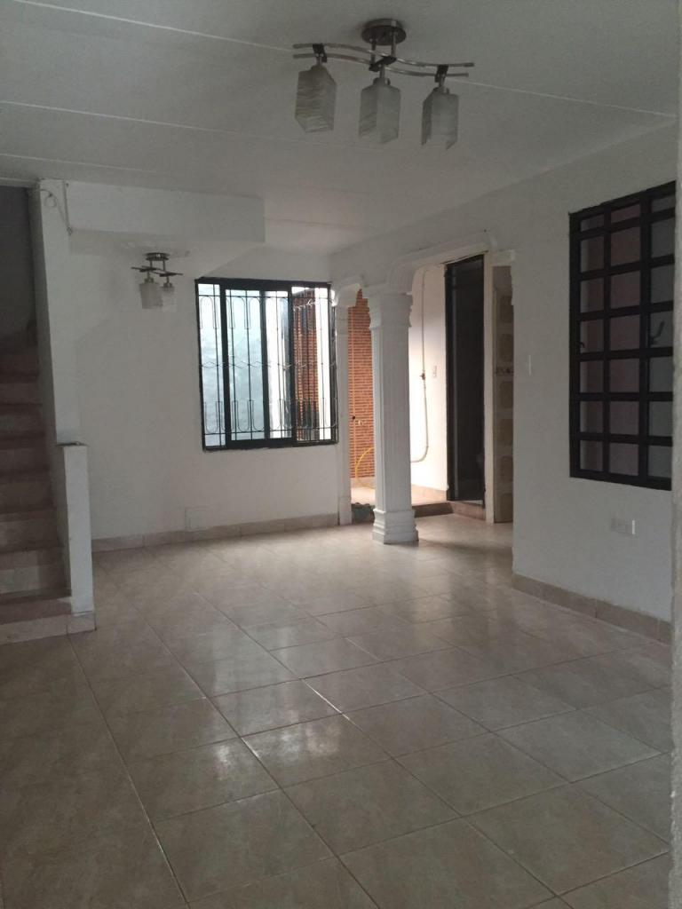 Arriendo Lindo apartamento independiente, segundo piso con terraza
