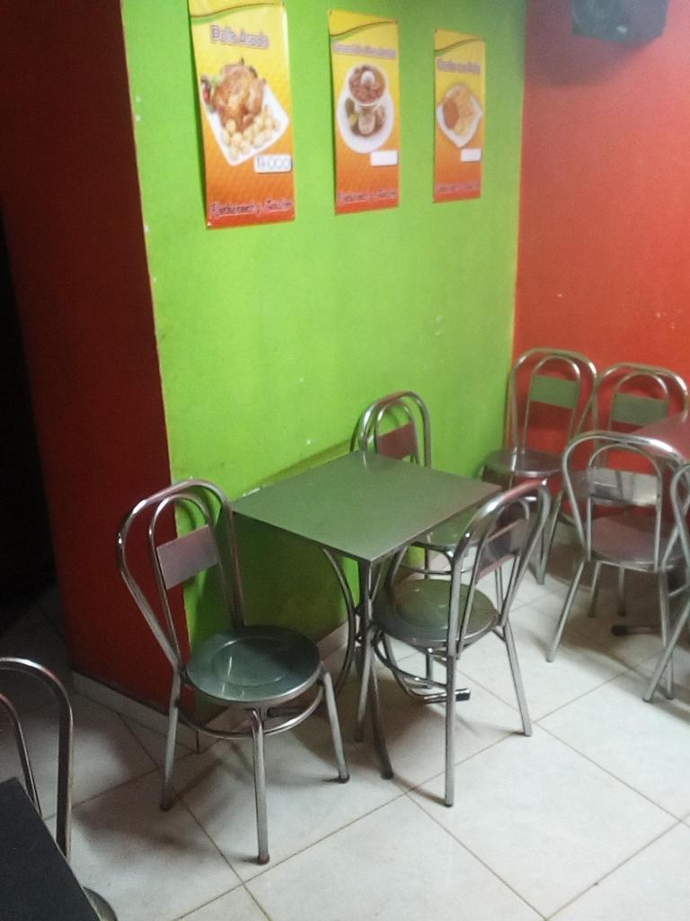 Mesas sillas aluminio brick7 propiedad for Sillas para local de comidas rapidas