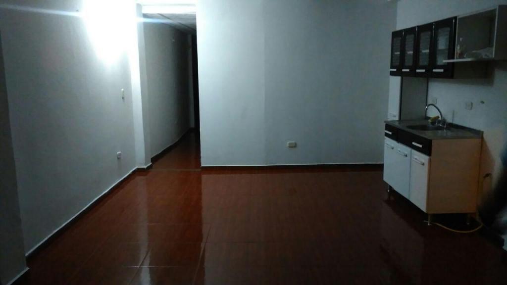 Casa Muy Central, 2 Rentas Estructura para 5 Pisos, Diagonal Al Bienestar Familiar