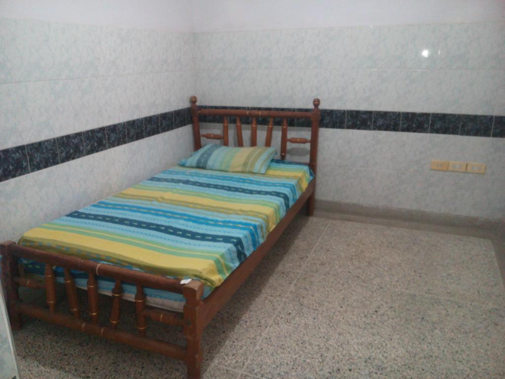 Habitación, baño privado, servicios Internet y TV incluidos