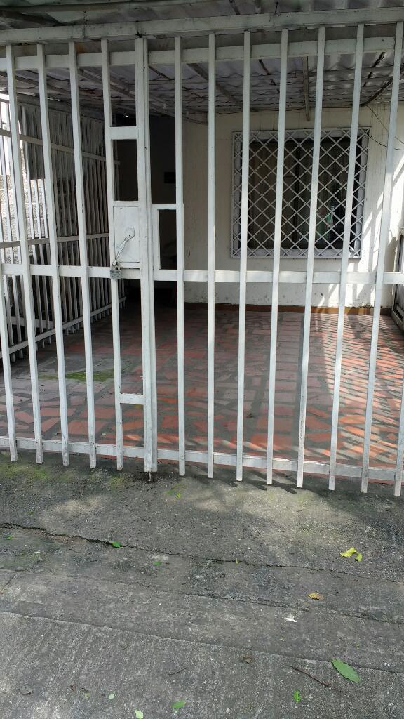 Arriendo Garaje Cubierto Barrio El Refugio