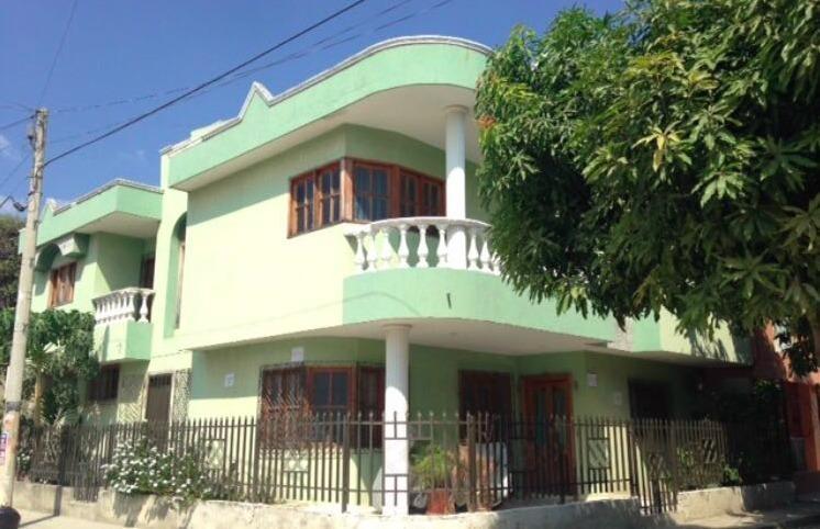 Vendo Casa esquinera en Gaira con cimientos antisismicos 8 habitaciones 7 baños Papeles al día Libre de impuestos