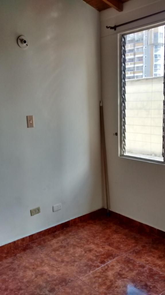 Se alquila apartamento cerca del centro de  barrio los Angeles