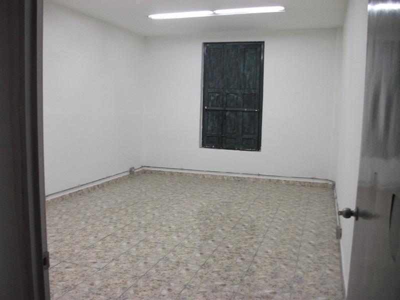 Arriendo pisos de edificio para oficinas o locales en el Centro, excelente ubicación